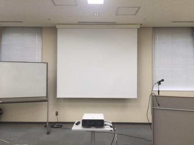 福井商工会議所にシアターハウスの電動スクリーンを導入いただきました