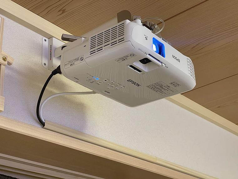 エプソン EB-W05を天吊金具スパイダー2で壁面設置