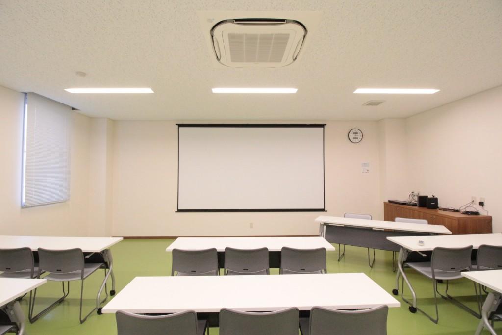 会議室のスクリーンとして150インチスクリーンを導入いただきました
