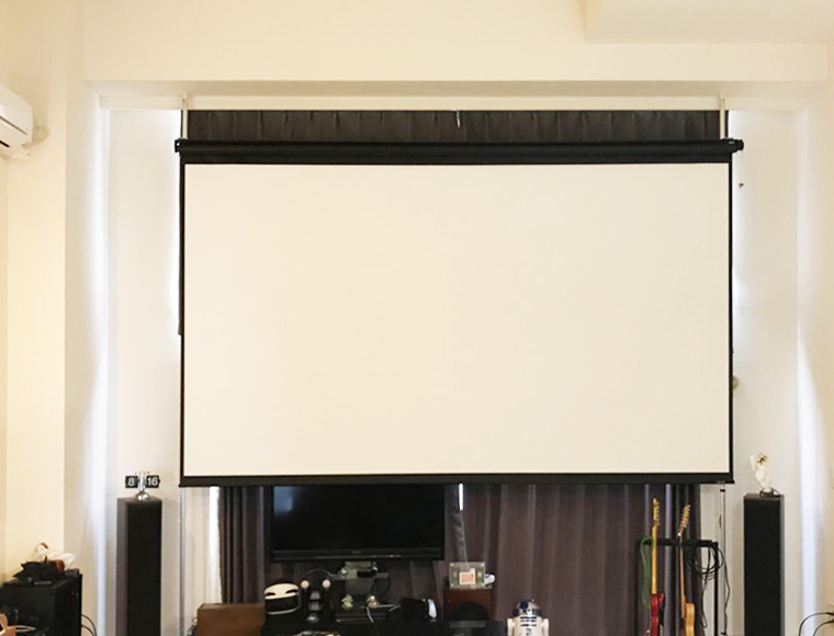 賃貸マンションに150インチ電動スクリーンを設置してみました