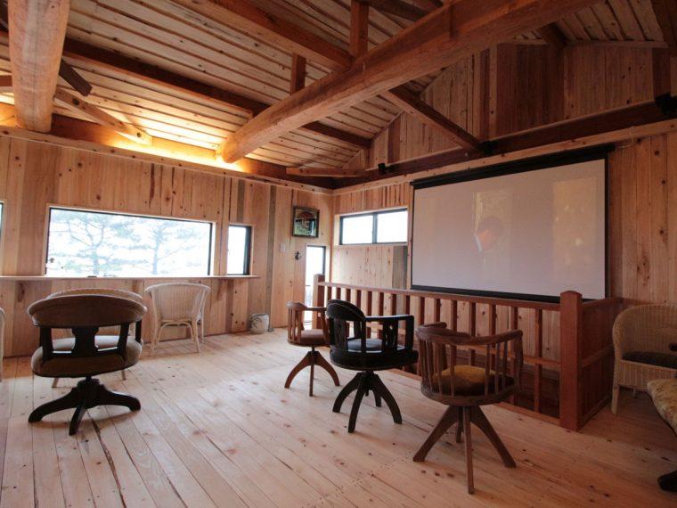 会社のミーティング、お客様とのビデオ鑑賞に100インチ電動スクリーン