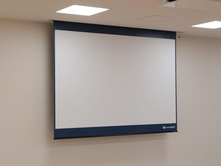 大会議室に120インチ電動スクリーン