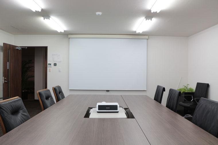 会議室のスクリーンとして導入