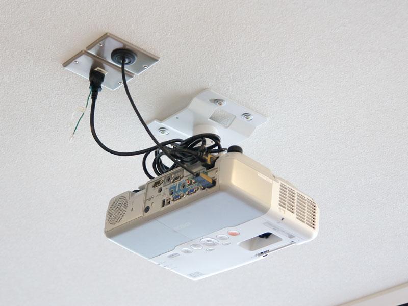 プロジェクターはパソコンと接続