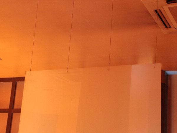 天井から吊り下げる